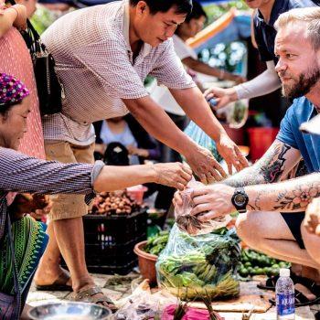Topas Ecolodge - colourful minority - market
