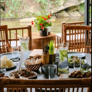 Topas Riverside Lodge - Sapa - Restaurant. river view